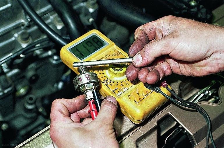 Проверка и замена датчиков детонации авто: использование приборов для измерения величины отклонений