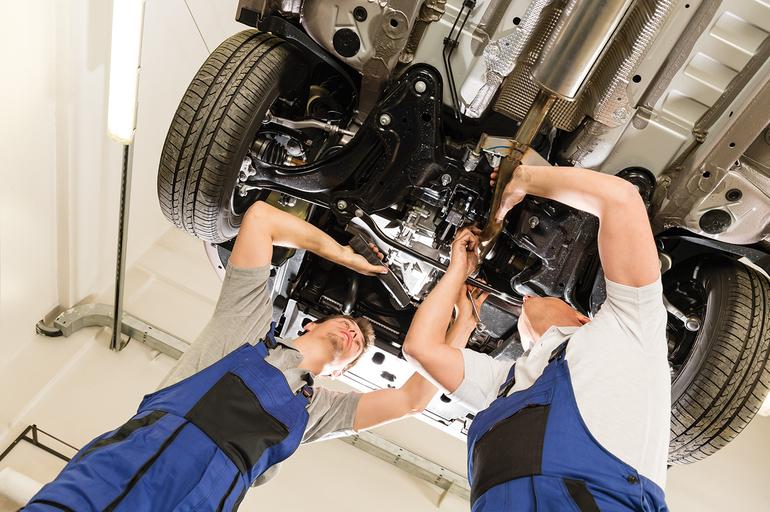Распространенные хитрости автосервисов: как не влететь на дополнительный ремонт и не потратить лишние деньги