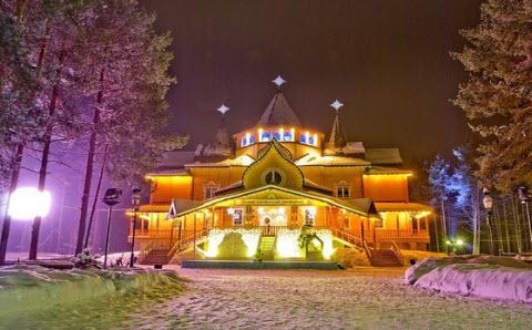 Деревянный дом Деда Мороза
