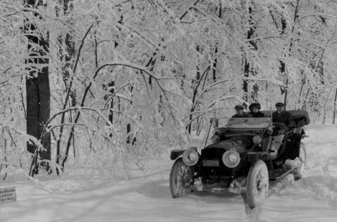трасса_р355_снежная_дорога_старый_автомобиль_пассажиры