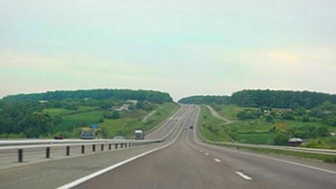 Трасса М10 «Россия» от Москвы до Санкт-Петербурга и трасса М10 «Скандинавия», от Санкт-Петербурга до границы с Финляндией