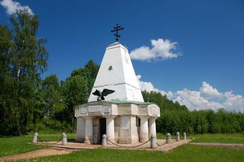 Трасса А100, памятник Егерским полкам