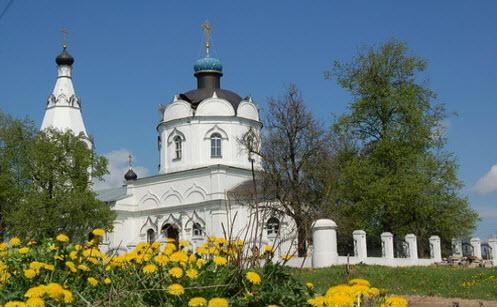 Трасса А107, церковь Козьмы и Дамиана в Меткино
