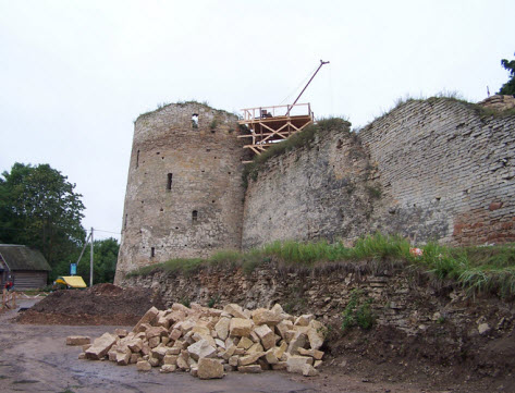 Башня Темнушка, Изборск, трасса М20