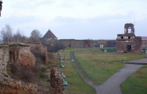 Вид на Королевскую башню и Руины Иоанновского собора