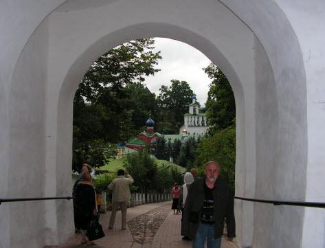 Вид на монастырь из Никольских ворот, достопримечательности трассы А212