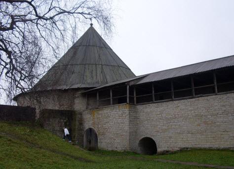 Климентовская башня и боевые ходы, достопримечательности трассы М18