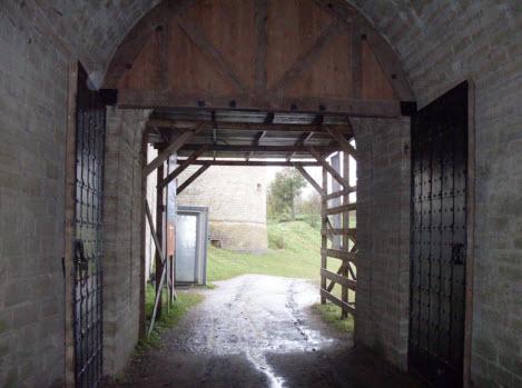 Проход к Воротной башне, Старая Ладога, трасса А115