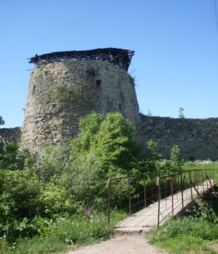 Средняя башня Никольская  крепость Порхов трасса М20
