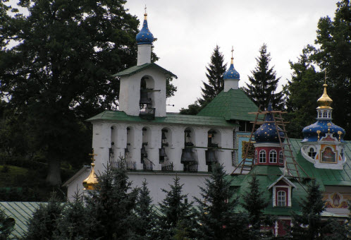 Звонница Свято-успенского псково-печорского монастыря, достопримечательности трассы М20