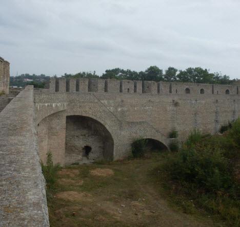 Вид на Нарвскую крепость, достопримечательности трассы М11