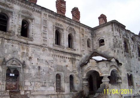 Вид на трапезную палату Феодоровского городка, трасса М10, пушкин