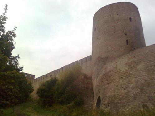 Длинношеяя башня, достопримечательности трассы М11