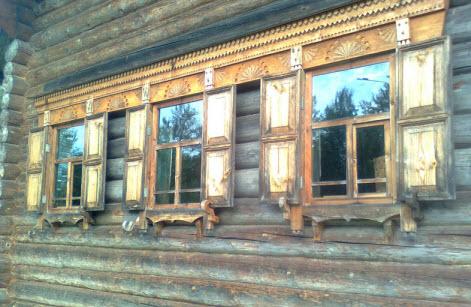 Окна, деревянная изба, достопримечательности трассы М10