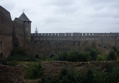 Пороховой амбар, руины крепости 15 века и Провиантская башня, достопримечательности трассы М11