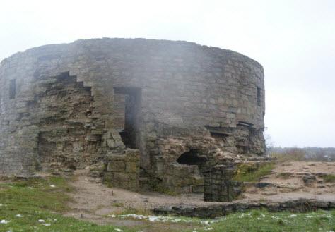 Северная башня Копорской крепости, вид с крепостной стены, достопримечательности трассы М11