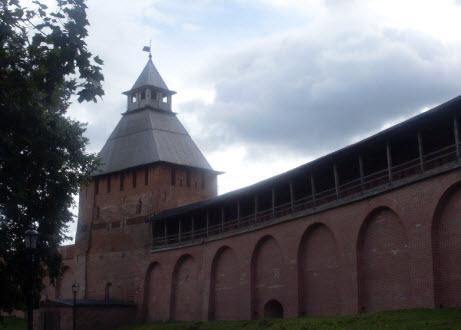 Спасская башня вид из крепости, Новгород, трасса М10