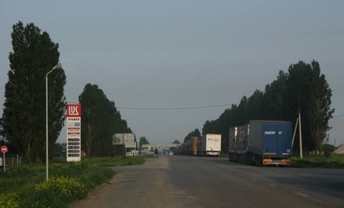 Трасса М23, очередь на переход границы с Украиной