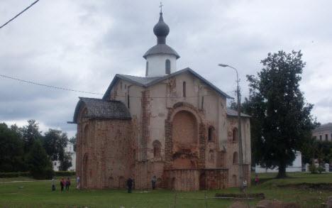 Церковь Параскевы-Пятницы 1207 г, Новгород, трасса М10