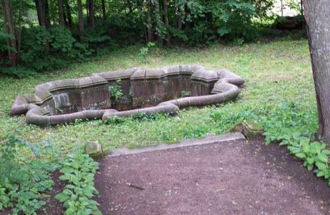 Восмигранный колодец, Гатчина, трасса М20