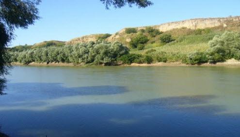 Река Кубань, вид с трассы Р251