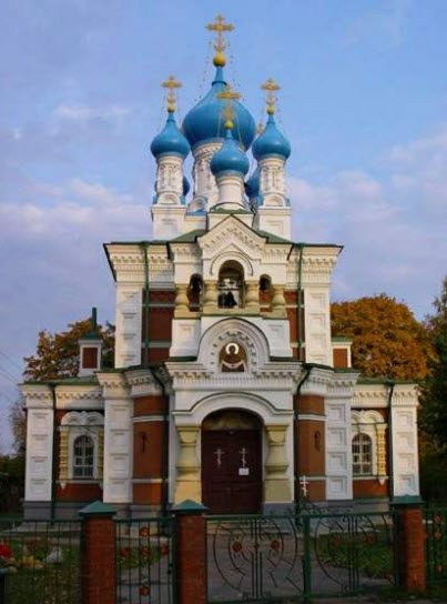 Церковь Покрова Пресвятой Богородицы, Гатчина, трасса М20