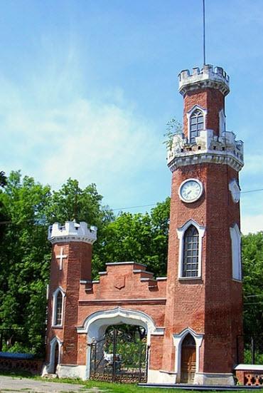 Достопримечательности трассы М4, ворота в замок принцессы Ольденбургской