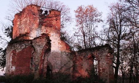 Ропша развалины церкви, достопримечательности трассы М11
