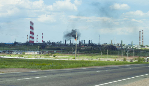 Трасса Р224, газоперерабатывающий завод перед Оренбургом