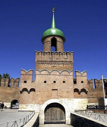 Башня Одоевских ворот тульского кремля, трасса М2