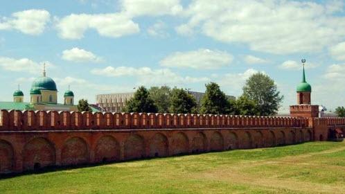Крепостная стена и башня Одоевских ворот тульского кремля