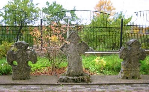 Кресты , во дворе Екатерининского собора, Кингисепп
