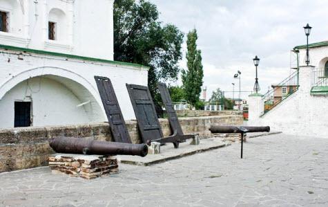 Площадь войскового округа, достопримечательности трассы М4 Дон