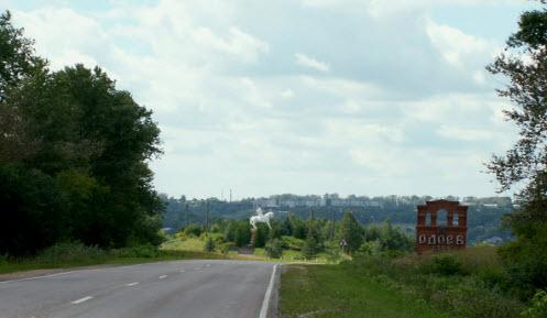 Трасса Р95, указатель Одоев, памятник конногвардейцам