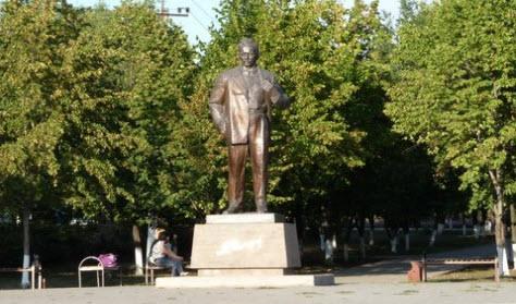 Памятник шолохову, Миллерово, трасса Р272