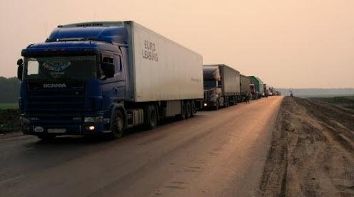 Трасса Р402, колонна грузовиков