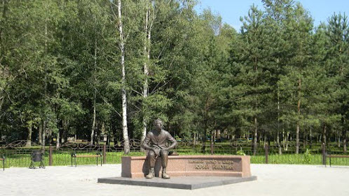 Памятник Юрию Никулину, Демидов, трасса Р130