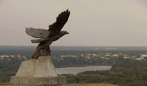 памятник орел, трасса Р271, перед Вешенской