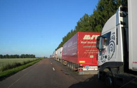 грузовики на границе, трасса р199