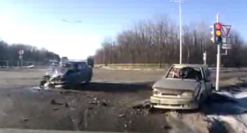 авария на перекрестке водитель не пристегнулся