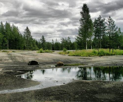 каменное плато с петроглифами, трасса р18