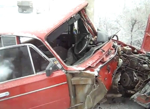 разбитая машина дорожная авария