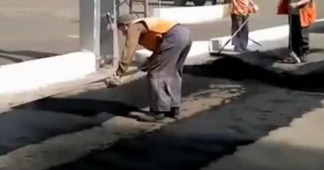 человек асфальтоукладчик машины для ремонта дорог