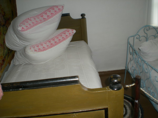 кровать в доме родителей Шолохова хутор Кружилинский