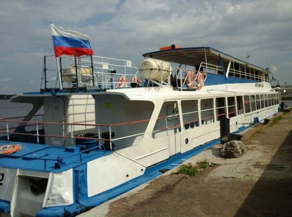 корабль на реке Кама