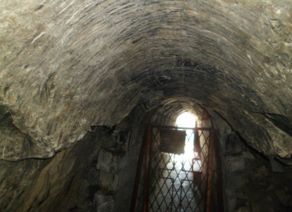 белогорские пещеры в горах
