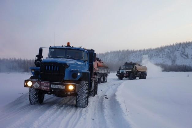 бензовозы на зимней дороге ямала