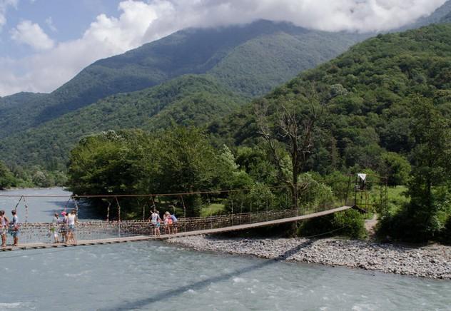 мост через реку абхазия