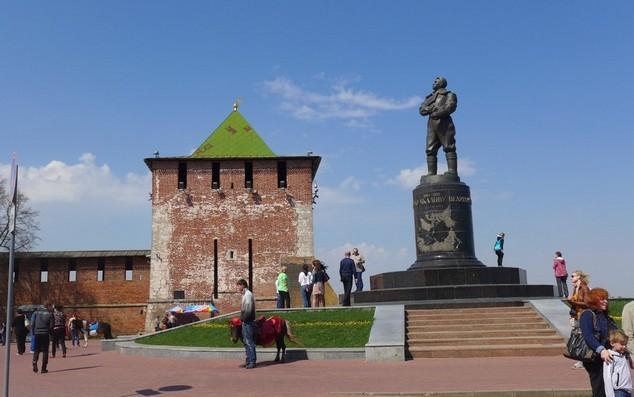 башня кремля в горьком