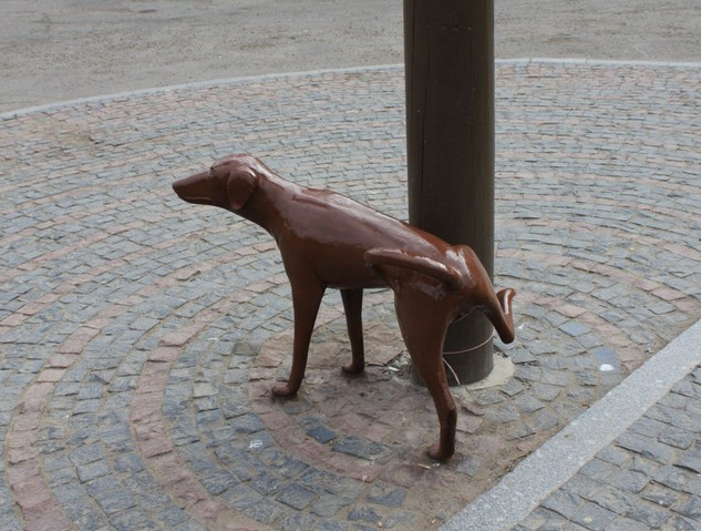 писающая собака памятник в вологде